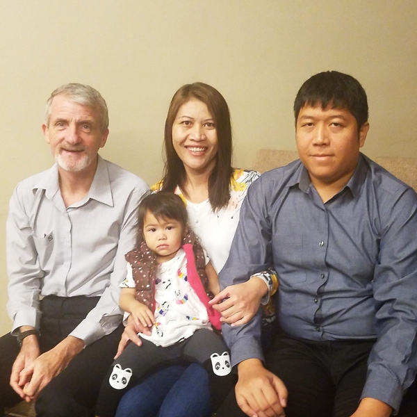 Doi, Yao and their daughter, and Charles Harvey (Co-Director of 恩典部委)